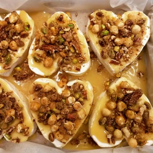 rauwmelkse neufchatel met caramelnotentopping kaastaart