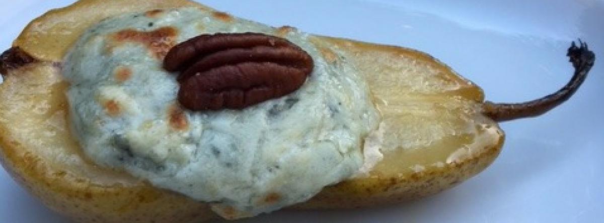 Gekarameliseerde peer gevuld met roquefort